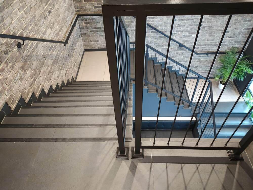 sprzatanie warszawskich klatek schodowych
