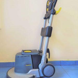 Maszyna do czyszczenia podłóg w firmie